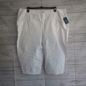 NWT - IZOD white Capri - sz 22W - MSRP $62.00